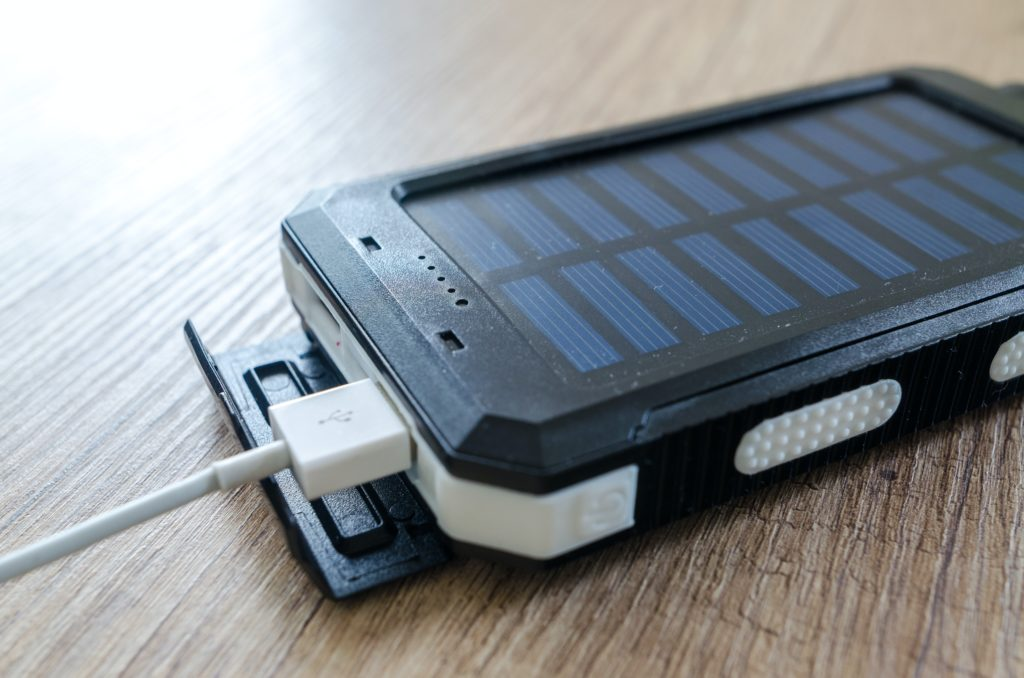 ソーラーパネルのモバイルバッテリー